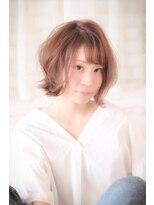 ファミーユ ヘア(Famille Hair)柔らかさと可愛さのコラボ☆外ハネフリンジショートボブ