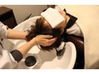 サロンドエスポワール(Salon De Espoir)の写真/炭酸を使用して、頭皮の汚れをすっきり★マッサージでお疲れの解消&癒しのお時間を・・・♪