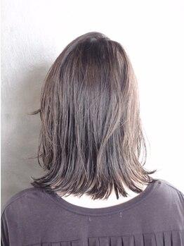エイチナイン(H9)の写真/『イルミナカラー』で今までにない透明感とツヤを表現。柔らかで淡い発色なのでふんわりと優しい印象に。