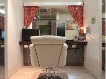 縮毛矯正専門店 ヘアブロンズ(hair Bronze)の雰囲気(お子様同伴可♪施術スペースにはTVも設置で、飽きさせません!)
