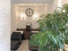 イマテソラ(imatesora)の雰囲気(隠れ家には優しい音楽 高い白い壁緑に囲まれた優しい空間です◎)