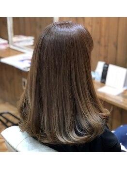 ヌーア(NuuA)の写真/計算し尽された技術で思い通りの質感・毛流れに。伸ばし中のヘアでもスタイリングを楽しめるStyleをご提案