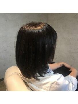 シー 豊川店(She)艶髪ミディアム