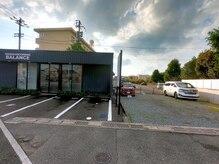 バランス(HAIR&GROOMING BALANCE)の雰囲気(【駐車場完備】お店の前、隣の空き地合計6台駐車可能です☆)
