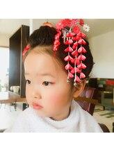 七五三のお子さんで、三歳の女の子でもある程度の髪の長さがあれば、日本髪を結うことも可能です♪