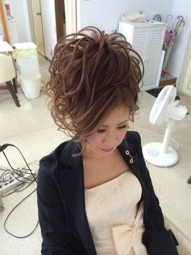 結婚式の髪型(スジ盛りヘアアレンジ) スジアップ