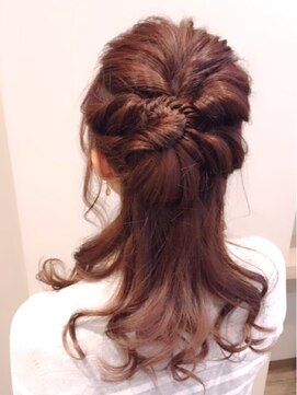結婚式 髪型 くるりんぱ ヘアアレンジ フィッシュボーンプラスアレンジ