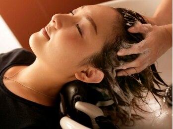 アンジェ(ange)の写真/フルフラットのシャンプー台で極上癒しタイムを♪血行促進&髪の閏い補給でエイジングケアにも最適*