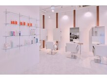 オクト ヘアー(octo hair)の雰囲気(白を基調としたスッキリしたシンプルな店内。)