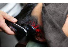 バーバーバー ナカノ(BARBER BAR NAKANO)の雰囲気(スカルプマシンで血流促進。頭皮環境の改善を。<理容室> <床屋>)