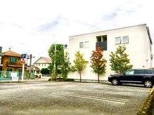 ルード(RUDO)の雰囲気(女性の方でも安心して楽々停められる大型駐車場12台完備)