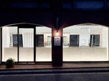 ラウブロッサム 川越クレアモール店(Lau Blossom)の雰囲気(レンガ倉庫風の外観で、落ち着きたい大人に人気のサロンです。)
