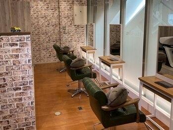 クローバー 上大岡店(CLOVER)の写真/【5月NEWOPEN/全席半個室】スタイリスト3名の小人数サロン。一人の為に時間をかけるマンツーマン施術が◎