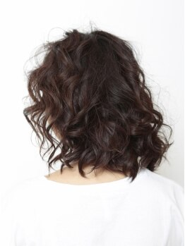 モーラー ドゥエ(MOLLER due)の写真/白髪がチラホラ気になりだした方にオススメ♪自然なカバーで若々しく☆女性の方もお気軽にお越し下さい。