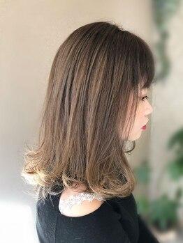 アーリアエスウーノ(aria es uno)の写真/【美しく輝くツヤと同時に、サラサラな手触りも叶えたい!】ワンランク上のヘアスタイルを提供します。