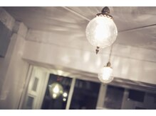 キイロ(KiiRO)の雰囲気(可愛い照明がたくさんあります!)