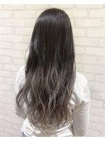 ヘアメイク シュシュ(Hair make chou chou)【林 有里子】グレーシルバー×グラデーションカラー