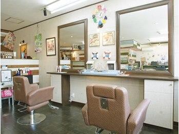 ヘアサロンユーヤ(hair salon Yu Ya)の写真/DIYで南国をイメージして作られた内装はくつろげること間違いなし♪お子様連れの方も大歓迎です◎