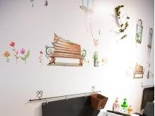 カーム(calm)の雰囲気(季節ごとにチェンジする壁のデザインはオーナーのこだわり★)