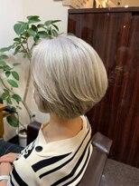 キャラ 池袋本店(CHARA)ショートボブハイライトプラチナグレイヘア【白髪ぼかし/池袋】