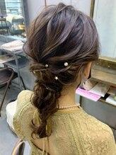 ヘアセットアンドメイクアップ シュシュ(Hair set&Make up chouchou)ミディアム編み下ろし