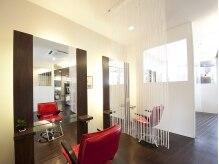 ヘアアンドメイクロンドベル(LONDOBELL)の雰囲気(奥には半個室も。周りを気にせず過ごせます♪)