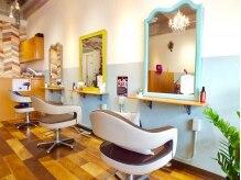 美容室 ルピアス(lpuias)の雰囲気(カラフルで可愛いセット面。インテリアや小物にもこだわりが♪)