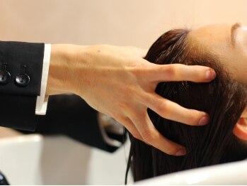 個室美容室 クラシック(Classic)の写真/【オイルリンパケアヘッドスパ!!】頭のツボとリンパの流れを刺激するマッサージは、至福の一時が味わえる♪