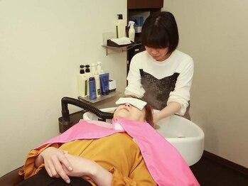 フェリーク ヘアサロン(Feerique hair salon)の写真/個室空間×フルフラットでゆったりリラックス◎ヘッドスパ専門スタッフが至福の時間を提供いたします!