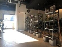 トキ(toto toki)の雰囲気(galleryスペース。スタッフのお気に入りのものが並んでます!)