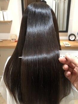 ヘアースパ カラマ(hair spa kalama)の写真/【キラ水+縮毛矯正で髪内部の水分量UP!】キレイな髪質は髪内部の水分量で決まります。