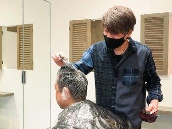 ミヤサカ(Miyasaka)の写真/アットホームな雰囲気と居心地の良さが◎理容室なので髪だけではなく、顔回りのトータルケアも可能!