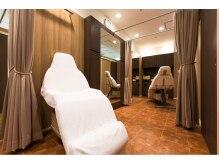 ビューティーサロン タナカ 新宿小田急ハルク店(Beauty Salon TANAKA)の雰囲気(フェイシャルエステ、まつ毛カールも専用ルームで施術♪)