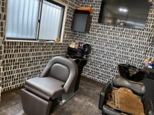 ヘアーワークス アローズ(HAIR WORKS ARROWS)の雰囲気(小さい店ですがくつろげるようなシンプルデザインの《ARROWS》)