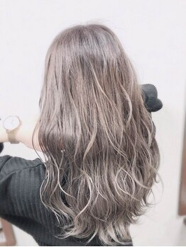 ヘアーズ ベリー 川西店(hairs BERRY)の写真/【川西能勢口駅すぐ】ナチュラルな外国人風カラーをお手頃価格で!透明感のある柔らかいイメージに◎