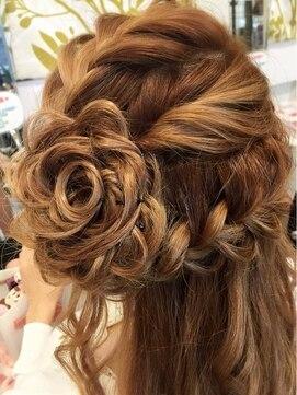 【シーン別】ハーフアップの髪型の簡単なやり方|ミディアム