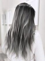 【AUBE HAIR】ホワイトグレーハイライト_シースルーストレート