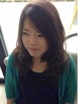 リリーズ ヘア(Lily's Hair)風になびくカール