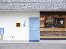 コージー リゾート(cozy resort by ANT'S)の雰囲気(ブルーのドアが印象的な外観です[茅ヶ崎/ヘッドスパ/TOKIO/湘南])