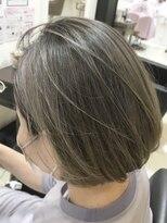 ベイジヘアークチュール(BEIGE hair couture)グレーベージュ ハイライトカラー ぱっつんボブ
