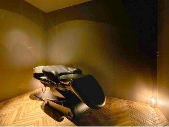 """ラ シエストゥ(La SIESTE)の写真/至福の時間が流れる""""小さな隠れ家サロン""""…。首と肩を優しく包む夢シャンプー台で癒しの時間を。"""
