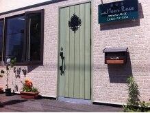 美容室ラヴィアンローズ(LaVieen Rose)の雰囲気(ラヴィアンの入口は緑のドアですよ~!!)