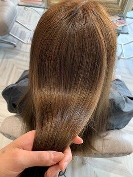 ヘアーアンドラッシュ ジーナ(Hair&Lash Jiina)の写真/頭皮や髪にやさしく、白髪もしっかりキレイに染まると満足度◎繰り返すたび、艶やかな仕上がりが叶う。