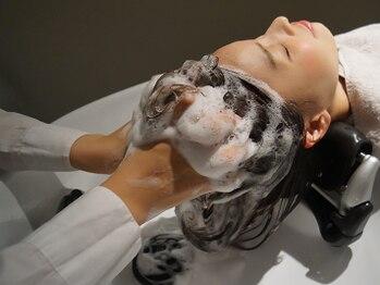 ユーフォーヘアー(U for hair)の写真/【カット+炭酸もこもこスパ】濃密泡が汚れをキャッチ◎極上マッサージで血行を促して健やかな頭皮へ♪