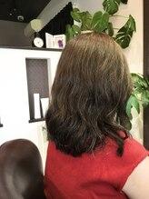 ハンナリ(Hannari)広がるくせ毛を味方につけて、セットしたら可愛いパーマ風♪