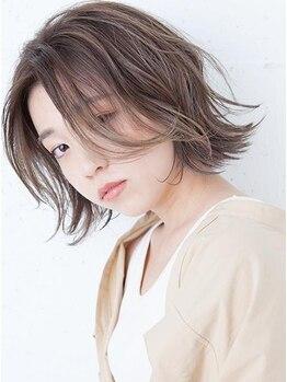 エマン(aimant)の写真/傷んだ髪をリメイクしながらカラーリング★注目の「つやめきカラー」で、カラーも映えるつやつやロングに。