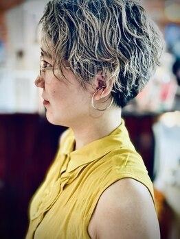 パーマネントガレージ(Parmanent Garage)の写真/ヘアデザイン重視と髪の負担を配慮し様々なパーマ液とオリジナルなツイストスパイラル巻きでカールを創る☆