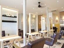 オーブ ヘアー リラ 九大学研都市店(AUBE HAIR rela)の雰囲気(開放感のある明るい店内で、くつろぎの時間をお過ごしください。)