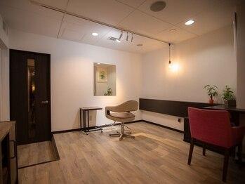アンドプラス(And plus)の写真/《▼完全個室あり!》落ち着いた空間が高評価!周りを気にせず自分らしいサロンタイムを過ごしたい方に♪