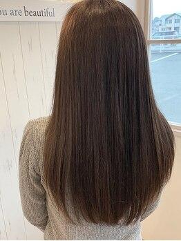 ヘアーシー(HAIR C,)の写真/【髪質改善縮毛矯正+小顔デザインカット+復元Tr¥10780】1人1人に合わせた縮毛矯正で理想のツヤさら髪へ★